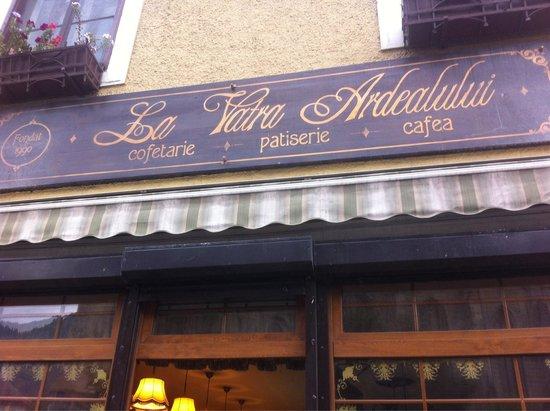 Cofetarie La Vatra Ardealului : From outside