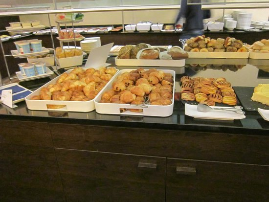 NH Collection Berlin Mitte am Checkpoint Charlie: Desayuno Buffet Libre