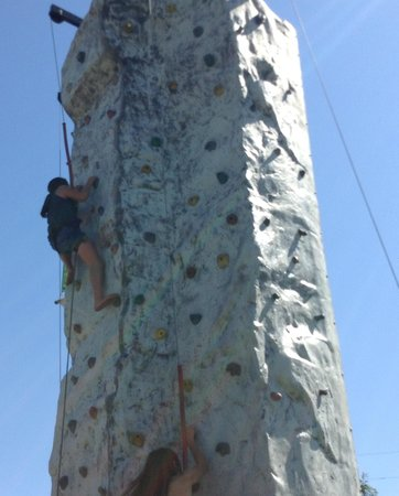 Pollace's Family Vacation Resort: Climbing Up at Pollace's