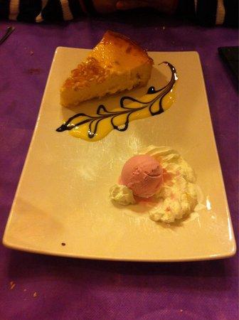 Arnuero, Spain: Tarta cántabra (queso, leche condensada y cabello de ángel)