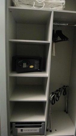 The Nadler Liverpool : nice closet