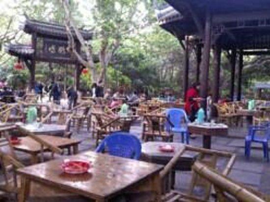 Chengdu Renmin Park: Heming Teahouse