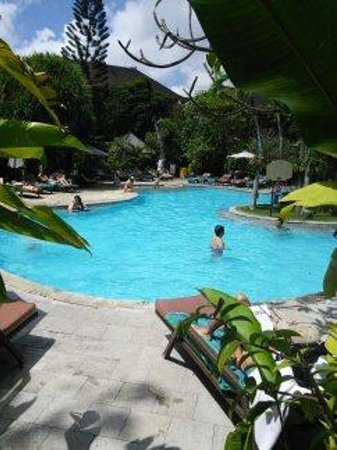 Hotel Vila Lumbung : Pool area towards restaurant