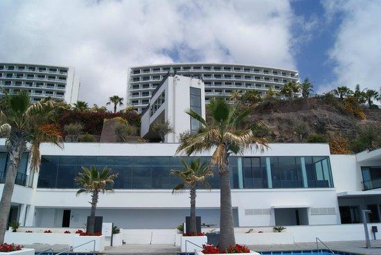 Vidamar Resort Madeira : Vista do Hotel da zona da piscina