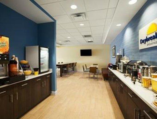 Days Inn & Suites Altoona: Breakfast