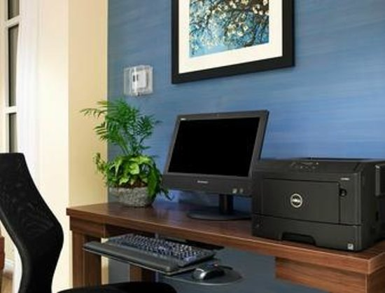 Days Inn & Suites Altoona: Business Center