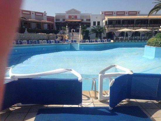 Aldemar Knossos Royal: Empty pool!!