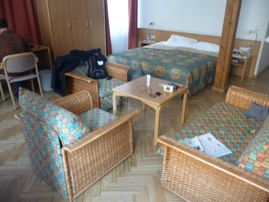 Rixwell Hotel Konventa Sēta : View of the lounge and bed
