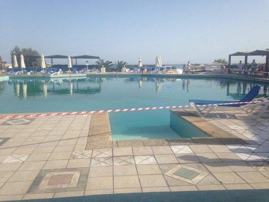 Aldemar Knossos Royal : Pool closed