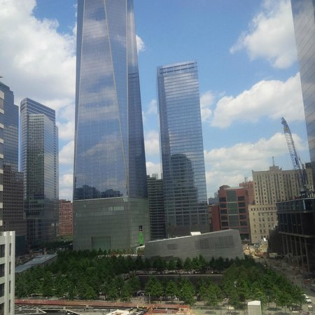 W New York - Downtown: Freedow Tower/Memorial Garden