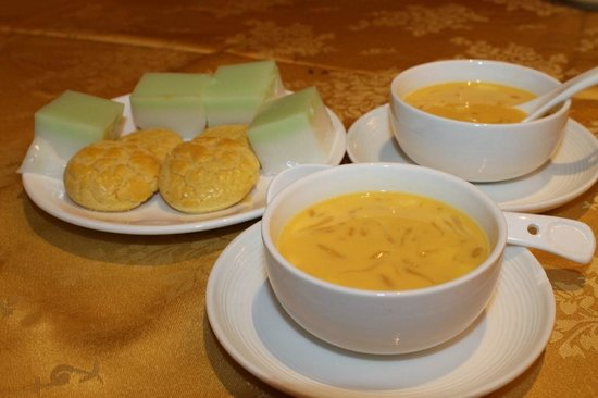 Paramount Chinese Cuisine: Dessert Mango Sweet Soup