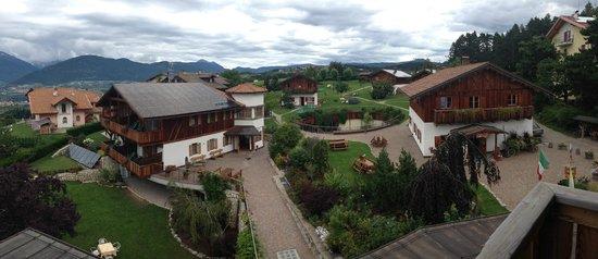 Pineta Naturamente Hotels: Vista della struttura dal balcone della camera