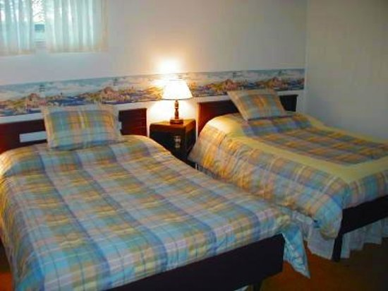 Pavelich Farm Bed and Breakfast: Blue Room