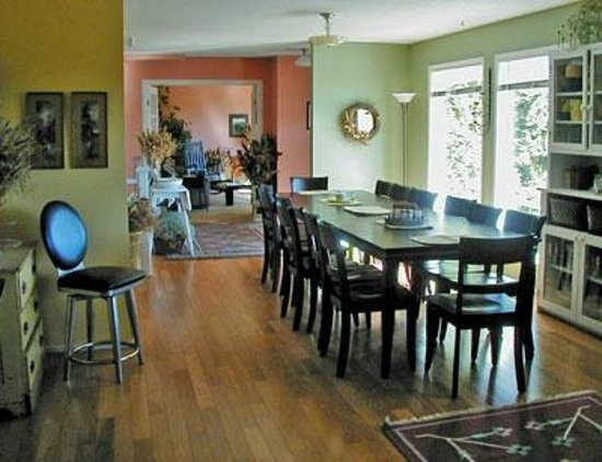 Pavelich Farm Bed and Breakfast: Dining Room