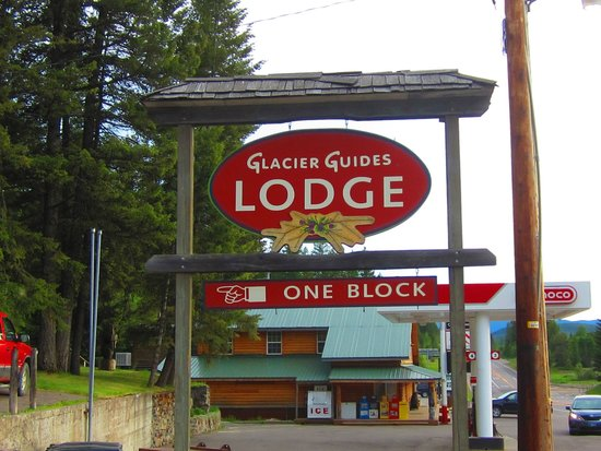 Glacier Guides Lodge: Lodge Sign