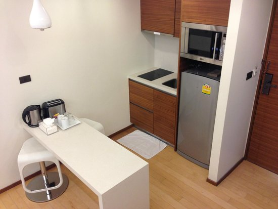 Marvin Suites: Small kitchen