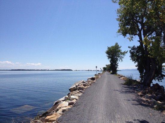 Burlington Bike Path: Lungo il ponte...