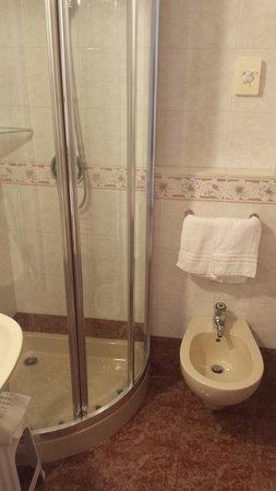 Hotel Garda - TonelliHotels: Salle de bain