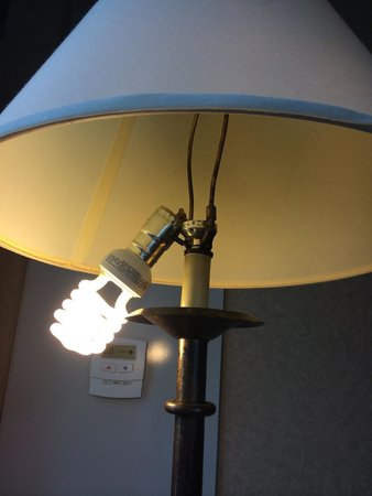 Homewood Suites by Hilton Chicago-Downtown: broken lamp room 718