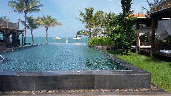 Chongfah Beach Resort: สระว่ายน้ำค่าาา