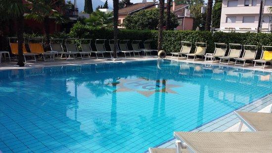Hotel Garda - TonelliHotels: Piscine de l'hôtel