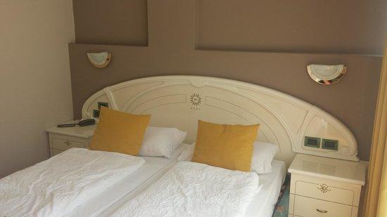 Hotel Garda - TonelliHotels: Lit