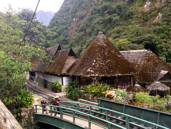 Inkaterra Machu Picchu Pueblo Hotel: Approaching hotel from town