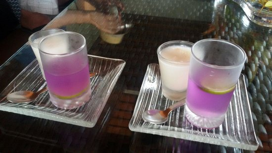 Chongfah Beach Resort: Welcome drink
