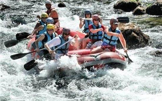 Mostuejouls, Frankrike: Rafting