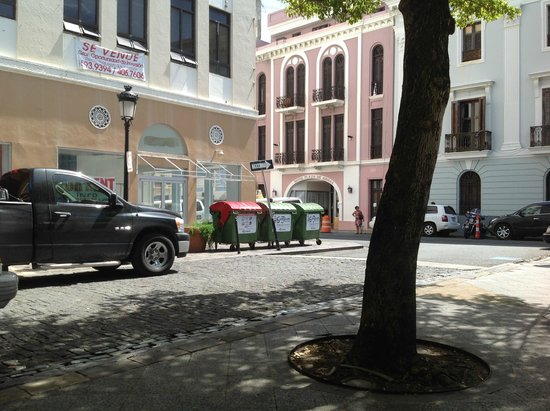 Hotel Plaza De Armas Old San Juan: View from the Plaza de Armas at the Hotel