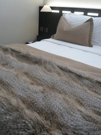 The Nadler Soho: Faux Fur throw