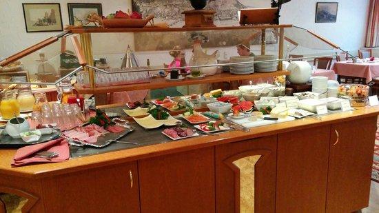 Hotel Hollaender Hof : Breakfast set up
