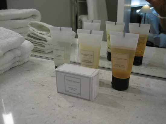 The Nadler Soho: Toiletries