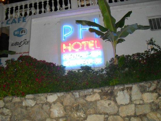 PH Hotel: Night view