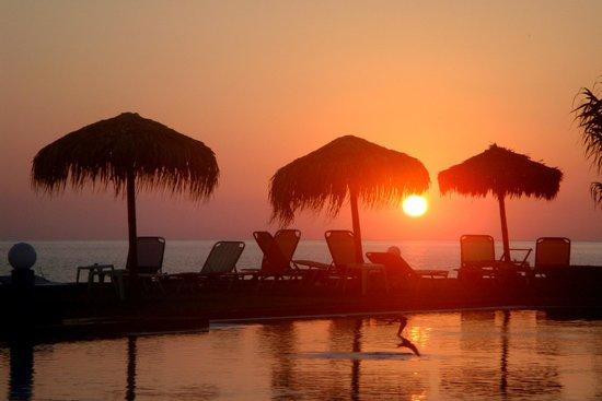 Colymbari Beach Hotel & Apartments: лежак, зонт бесплатно