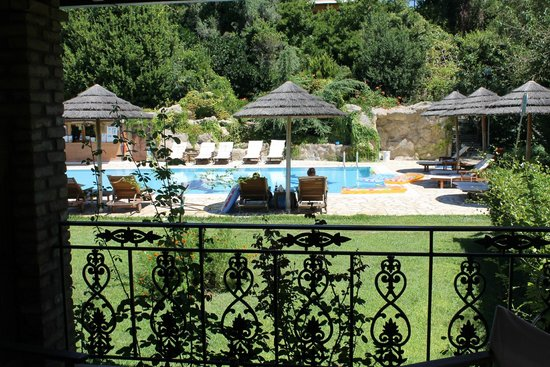 Corfu Club Apartments: The Pool Area