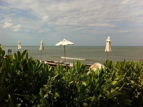 Devasom Hua Hin Resort : the private beach