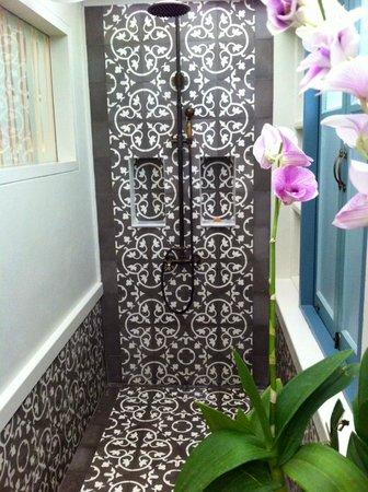 Devasom Hua Hin Resort : rain shower room