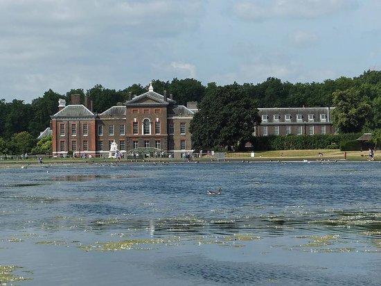 Kensington Palace : Veduta del Palazzo dal Round Pond