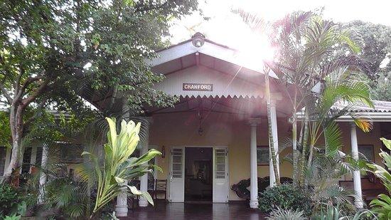 Hotel Cranford Villa: hotel front