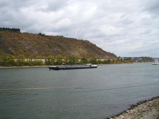 Rhein-Hotel: de Rhein aan de overzijde