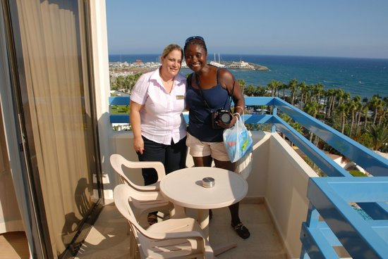 Elias Beach Hotel: Ophelia and Evgenia overlooking views.