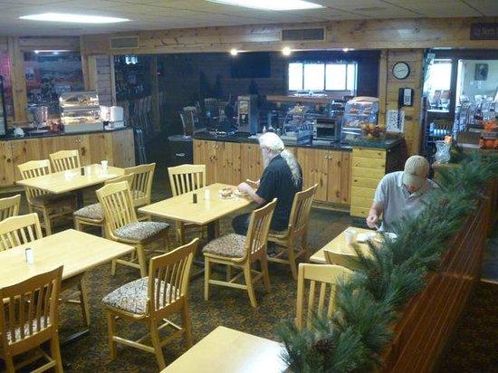 Best Western Arrowhead Lodge & Suites : Breakfast area & dinning room