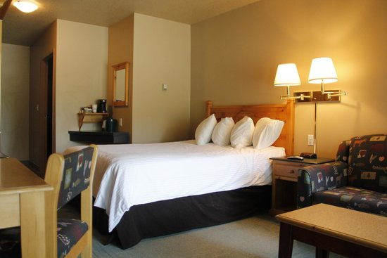 Waterton Lakes Lodge Resort : Standard room