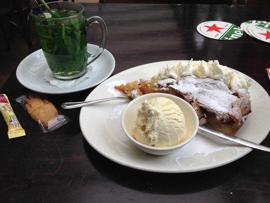 Cafe Loetje: Fresh mint tea and Dutch apple pie with ice cream