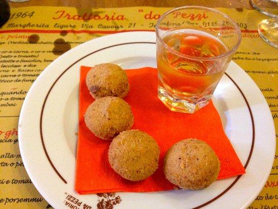 Trattoria da Pezzi : Vin santo and biscuits