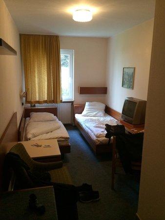 Novum Hotel Norddeutscher Hof Hamburg: Chambre avec lits jumeaux