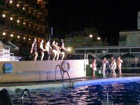 Hotel Bahia Serena: Ennla piscina