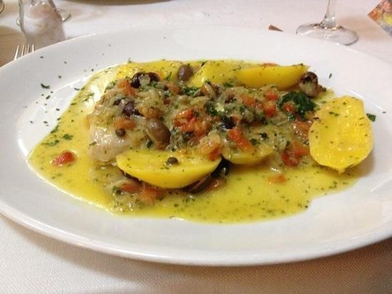 Ristorante Papa Francesco: Dorade aux olives, tomates oignons