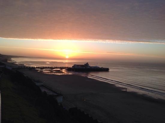 Bournemouth Highcliff Marriott Hotel: Sunrise superb